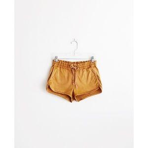 Aritzia Wilfred Free Sandy Brown Shorts size 4